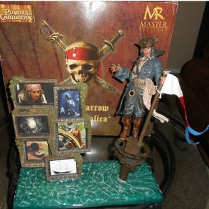 Disney Pirates of the caribbean Jack Sparrow showcases collection statue for Sale in Los Angeles, CA