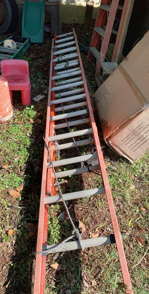 28ft fiber glass extension ladder for Sale in Arcola, TX