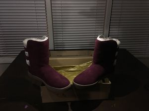 KoolaBurra by Ugg girls size 1boots. Burgundy color for Sale in Long Beach, CA