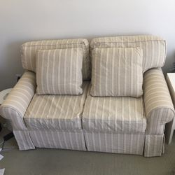 Loveseat By Drexel Heritage for Sale in Newburgh Heights,  OH