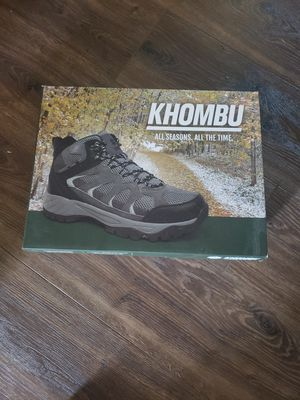 Brand new all season boots Khoumbu size 10 for Sale in Garden Grove, CA