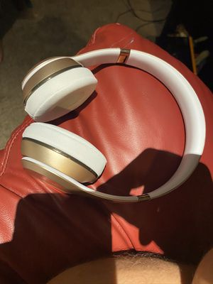 Beats solo 3 limited edition for Sale in Wayne, MI