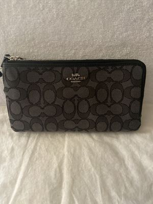 Coach clutch/ wallet for Sale in Fresno, CA