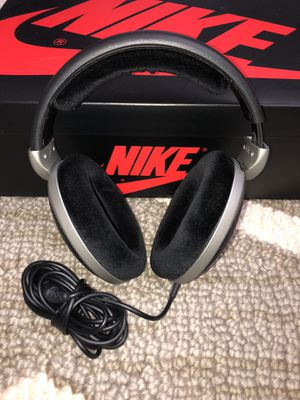 Sennheiser HD555 Professional Headphones for Sale in Chicago, IL