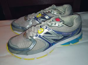 buy popular 99599 f9e9d Women s New Balance 680 V2 Running Shoes Size 9 for Sale in Clackamas, ...