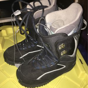 Burton Ruler Woman's Snow boots for Sale in Bloomington, CA