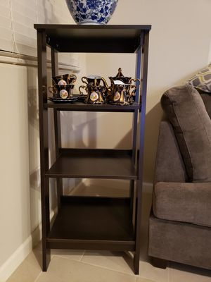 Display bookshelf step ladder style with 4 shelves EXCELLENT CONDITION PLEASE READ DESCRIPTION FOR MEASUREMENTS for Sale in Clovis, CA