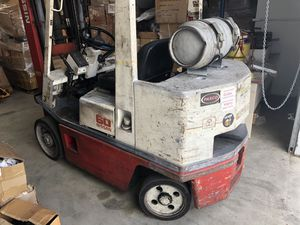 Nissan 60 forklift 6000lbs 3 mast with side shift great condition for Sale in Paramount, CA