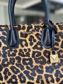 Michael Kors Mercer Medium Leopard Calf Hair Accordion Messenger Bag for Sale in Camarillo,  CA