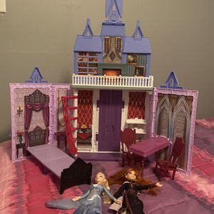 Frozen 2 castle with dolls for Sale in Shelbyville, IN