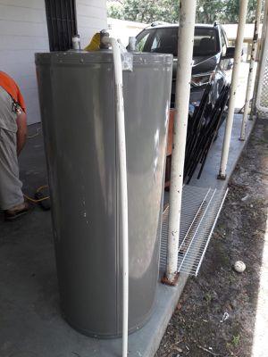 Rheem water heater. 4yrs old. for Sale in Lakeland, FL