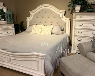 🌩️Instock ⭐Realyn Chipped White Panel Bedroom Set ☑️New for Sale in Silver Spring,  MD