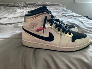 Jordan 1 Mid White/Metallic Silver -Black for Sale in Taylor, TX