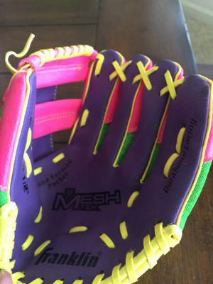 Girls softball, baseball glove for Sale in Clovis, CA
