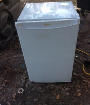 Like new mini fridge for Sale in North Charleston, SC
