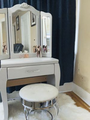 Beautiful Make up vanity table with stool❌NO DELIVERY ❌ for Sale in Huntington Park, CA