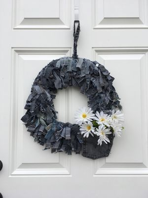 Blue Jean Rag Wreath with daisies for Sale in Tampa, FL