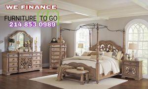 Queen Bedroom Set floor model $3000 sale for Sale in Dallas, TX