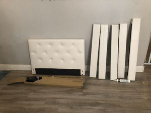 Twin bed white tufted for Sale in Peoria, AZ