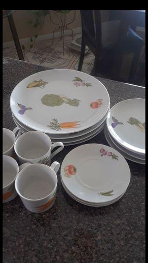 nueva ... 25 dllsVajilla county fair porcelaind 16 piezas for Sale in Moreno Valley, CA