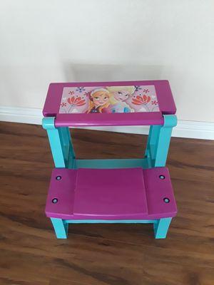 Anna & Elsa desk for kids, like new. for Sale in Riverside, CA