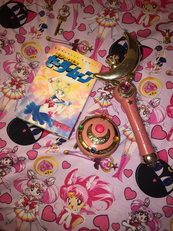 LOT of Vintage Sailor Moon 1995 Bandai Wand/Locket/Original Japanese Manga Vol 1