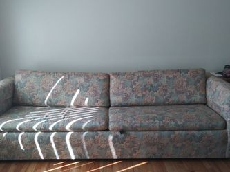 Couch With King Size Pull Out Bed for Sale in Ypsilanti,  MI