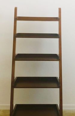 Wooden Ladder Bookcase, (2 Ftx4 Ft 8 In) Warm brown color For 80$ for Sale in Peoria,  AZ