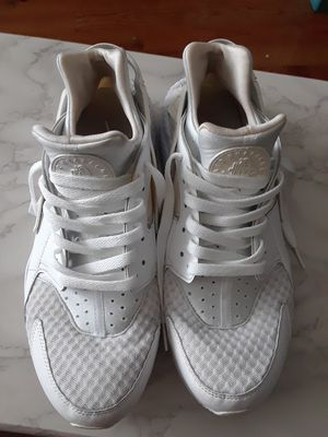 SIZE 10.5. TRIPLE WHITE HAURACHE for Sale in The Bronx, NY