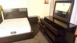 Queen bedroom set Recamara Queen for Sale in Pasco, WA