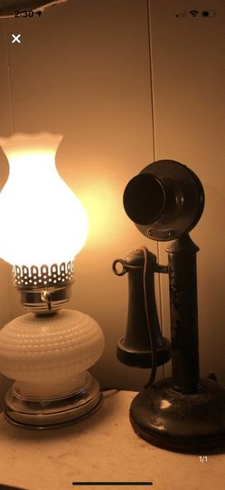 Antique Vintage Milk Glass Electric Lamp for Sale in Pittsburgh,  PA