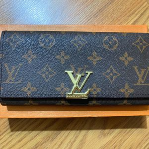 Lady Brown Long Wallet for Sale in Glendale, AZ
