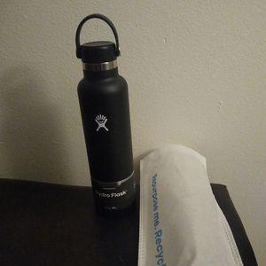 Brand New 24 Oz Black Hydroflask for Sale in Tacoma, WA