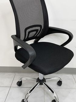 (NEW) $45 Small Computer Mesh Chair Home Office Adjustable Height for Sale in El Monte,  CA