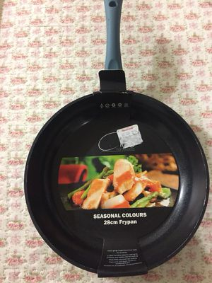 Ceramic frying pan for Sale in Pinecrest, FL