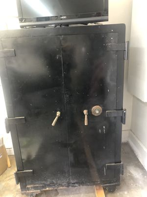 Antique gun or jewelry double door safe with a Nother small safe inside for Sale in Long Beach, CA