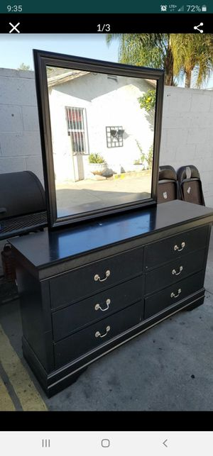 6 drower dresser for Sale in Bellflower, CA