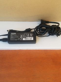 TOSHIBA LAPTOP CHARGER ORIGINAL 15 V 5A for Sale in Ontario,  CA