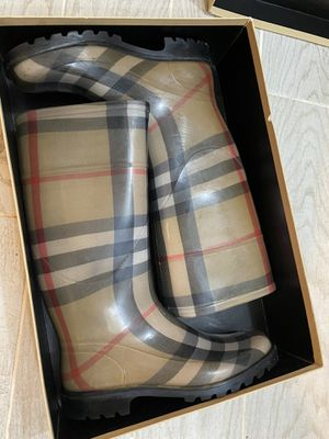 Burberry rain boots size 39, US 8.5-9 for Sale in Boston, MA