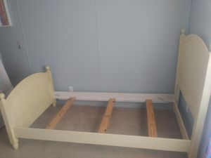 Twin size bed frame for Sale in Kissimmee, FL