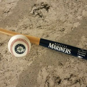 Jay Buhner Signed Ball And Bat for Sale in Puyallup, WA