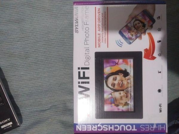 "New 7 "" WiFi Digital Photo Frame SYLVANIA"