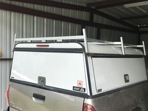 2017 Work camper shell 100% aluminum with oem ladder racks/ se habla español for Sale in Addison, TX
