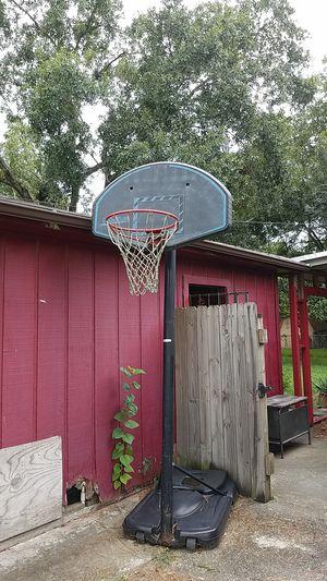Basketball hoop. for Sale in Houston, TX