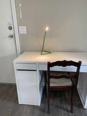 White desk with lamp - Broken door *Pending pickup* for Sale in Federal Way, WA