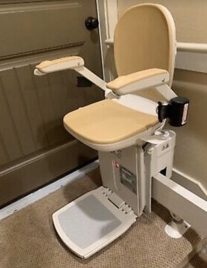 **INSTALLED** ONLY ONE YEAR OLD CURVED ACORN STAIR LIFT MODEL 180 for Sale in Imperial Beach, CA