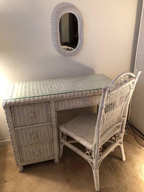 Wicker bedroom set (No Bed )