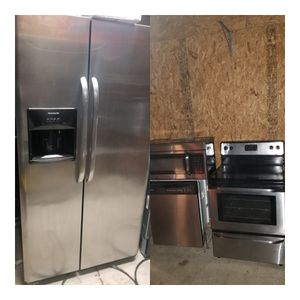 Frigidaire stainless steel appliances set for Sale in Kissimmee, FL