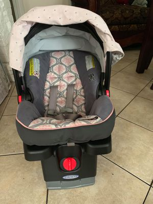 Car seat Graco with cover for Sale in Los Angeles, CA