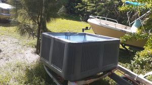 4 person hot tub for Sale in Lake Worth, FL